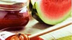 Кавуновий мед нардек називають, в десерт і напої його додають