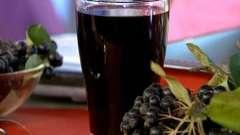 Чорноплідна горобина для настойки хороша, вона дарує вітаміни, ароматна і смачна!
